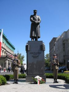 Pilusdski statue and honor guards