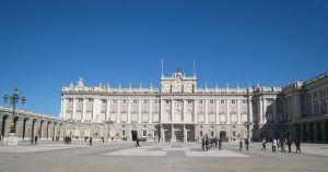 Barcelona - Palacio del Real-AVTravel