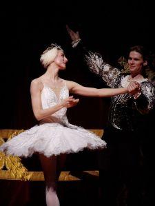 Zenaida Yanowsky as Odette in Swan Lake